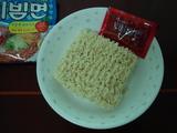 ビビン麺(袋を開ける)