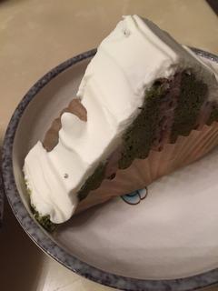 緑茶ケーキの銀色の玉