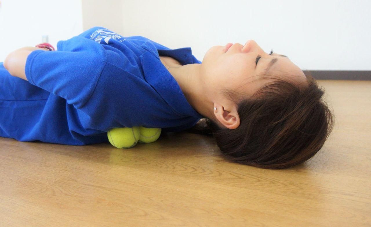 テニス ボール 肩 甲骨