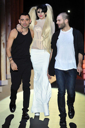 lady-gaga-thierry-mugler-fall-20111