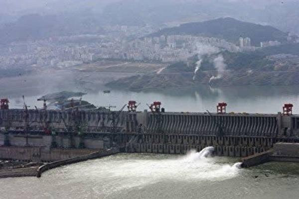 規模な洪水三峡ダムへの懸念が高まる
