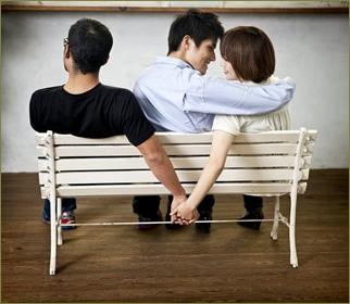 元嫁「間男くんも入れて3人で楽しみましょう♪」俺「は!?」元嫁親「間男くんは娘の初恋の人なの♪でも種無しだから結婚はダメ。楽しむだけにしときなさい」俺「…」