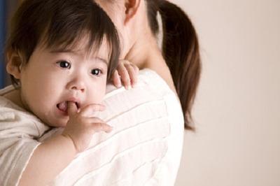 抱き癖をつけずに子供を満足させる【特別な】抱っこの方法!