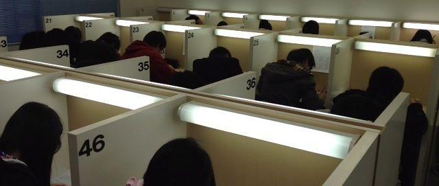 現役予備校WILLの生徒は、集中して勉強できる雰囲気の自習室を利用でき... 快適な自習室!集中