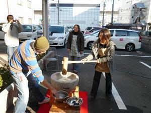 陽風荘2009年12月18日餅つき大会 015
