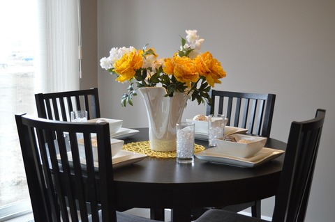 dining-table-1348717_1280