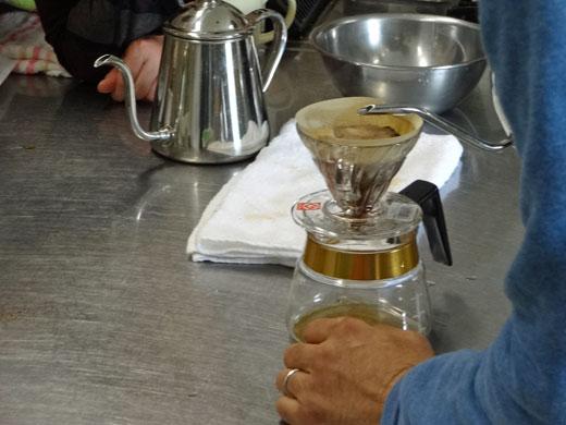 move-coffee-k-coach-pour