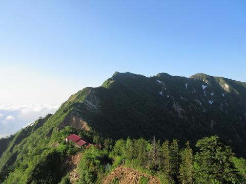 IMG_3484登山道から見る冷池山荘と爺ヶ岳