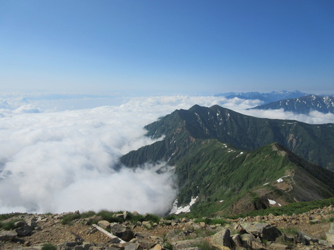 IMG_3510山頂から見る稜線