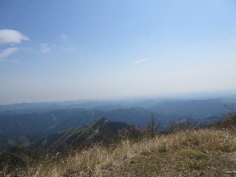 IMG_3093山頂から見る秩父の山々