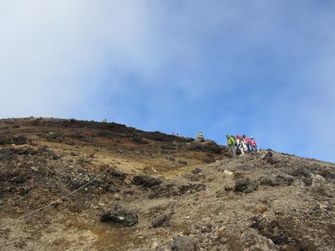 IMG_2208山頂手前から見る