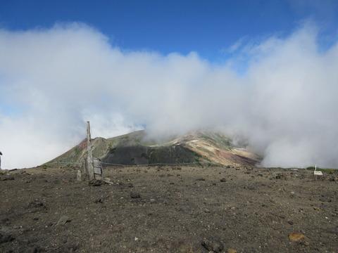 IMG_2209山頂から見る後旭岳?