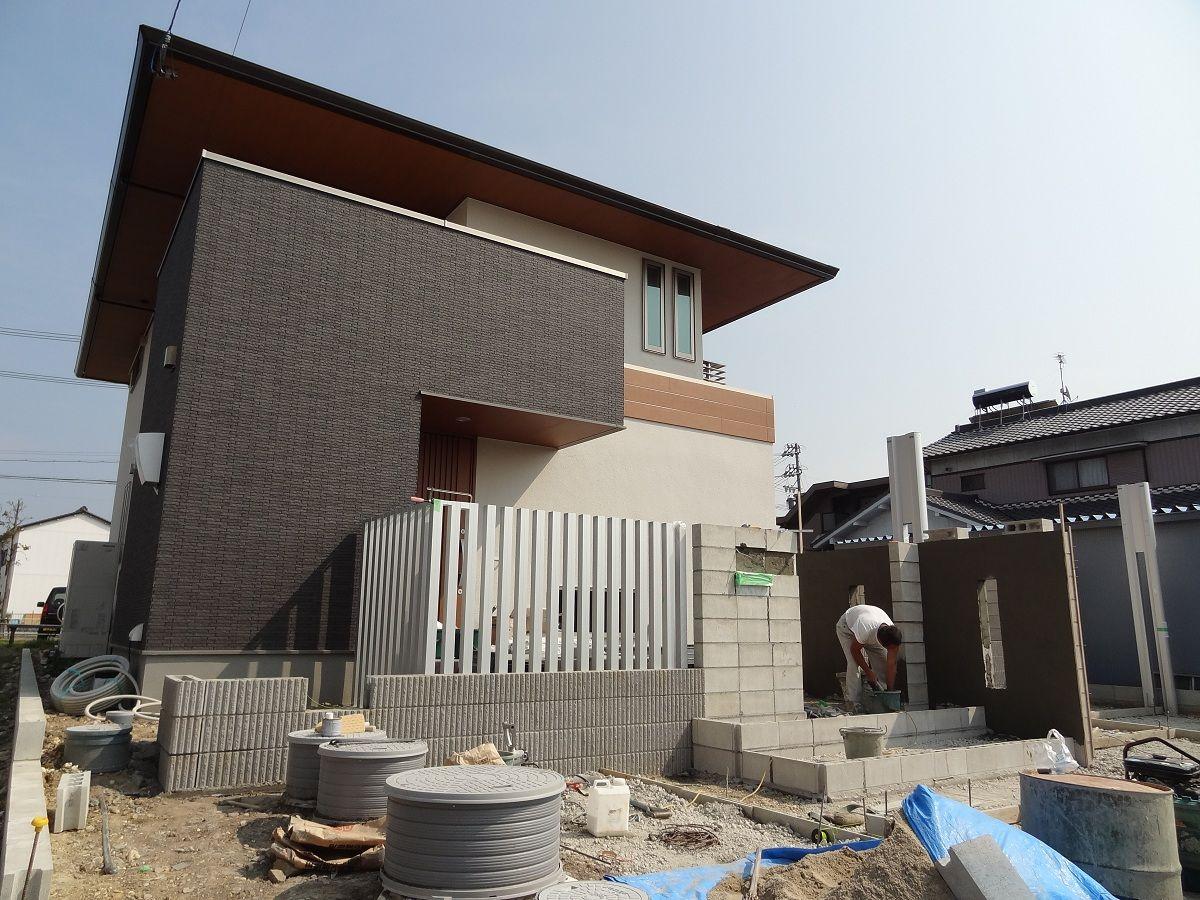 住友林業らしい木造の少し和風チックな建物です。 愛知県の外構ショップ **Wise GALLER