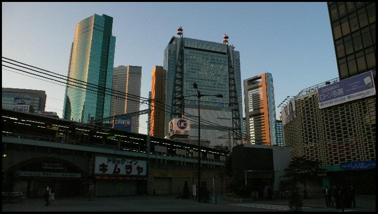 朝の新橋SL広場01
