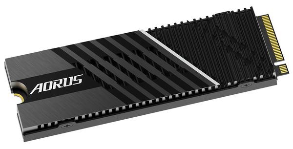 GIGABYTE AORUS Gen4 7000s SSD (4)