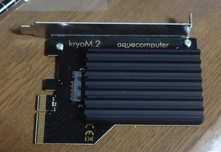 M.2 SSDのPCI-E変換ボード「Aquacomputer kryoM.2」が激冷え