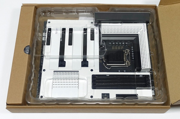 NZXT N7 Z390 review_01458_DxO