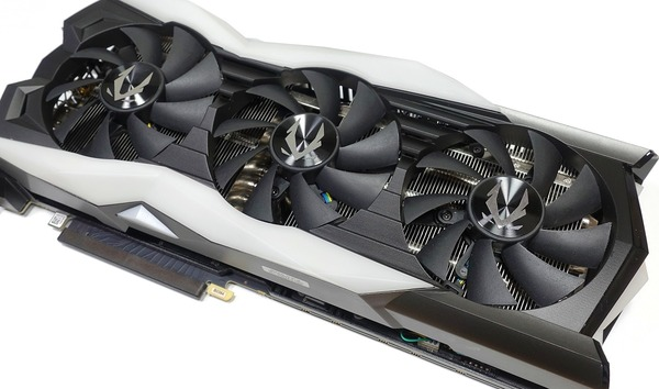 ZOTAC GAMING GeForce RTX 2080 AMP Extreme review_04185_DxO