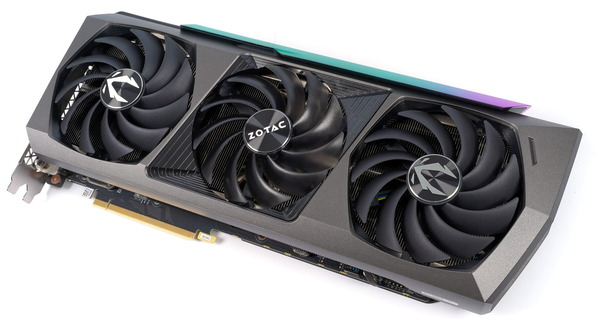 ZOTAC GAMING GeForce RTX 3090 AMP Extreme Holo review_05446_DxO