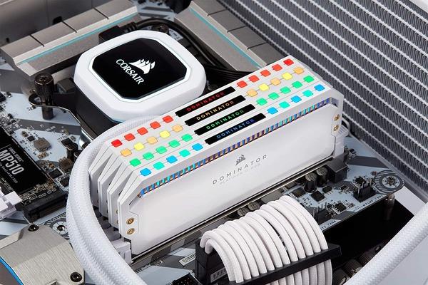 Corsair Dominator Platinum RGB White (4)