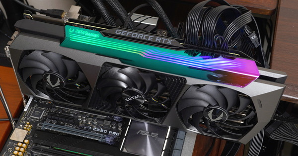 ZOTAC GAMING GeForce RTX 3090 AMP Extreme Holo review_05465_DxO