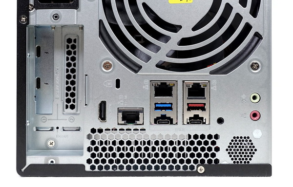 QNAP TVS-472XT review_03758_DxO