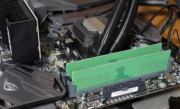 Samsung Bダイ M378A1K43BB2-CRC