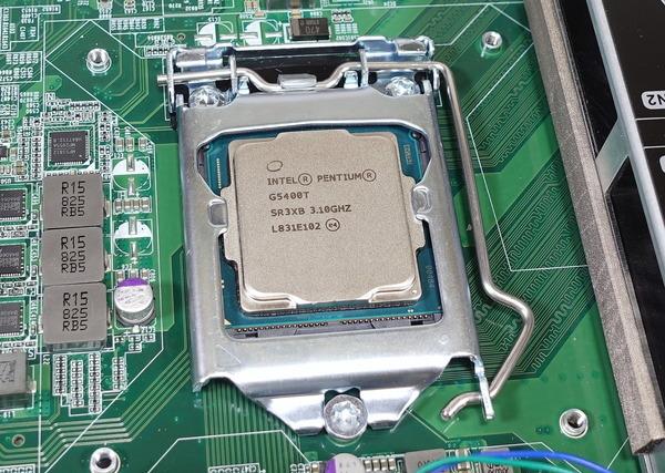 QNAP TVS-472XT_Core i7 8700T review_03894_DxO