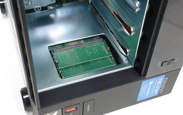 QNAP TVS-472XT review_03768_DxO