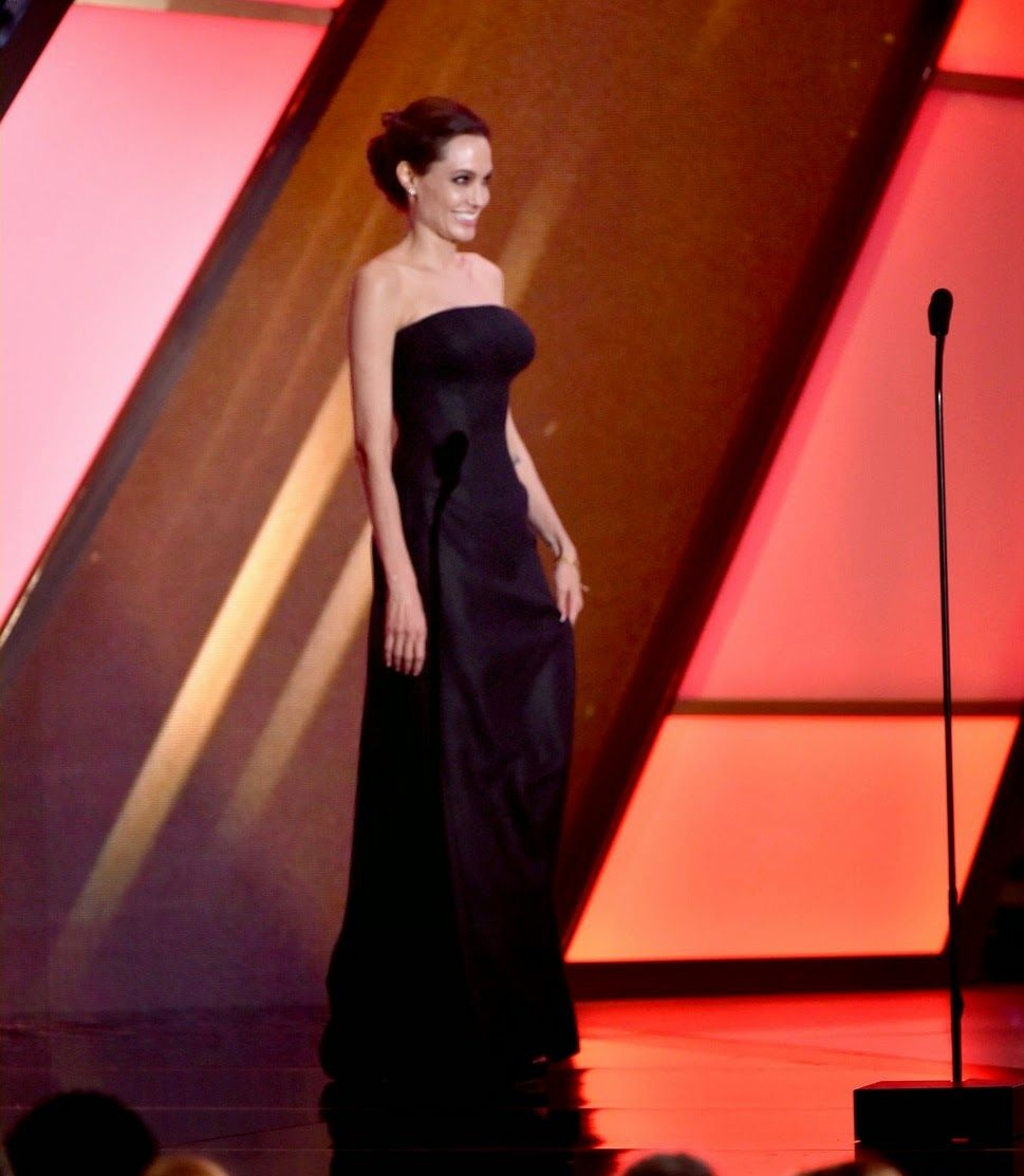 angelina-jolie-hollywood-film-awards-2014-22