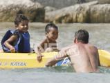 マッド君 アダム君 ボートで笑顔