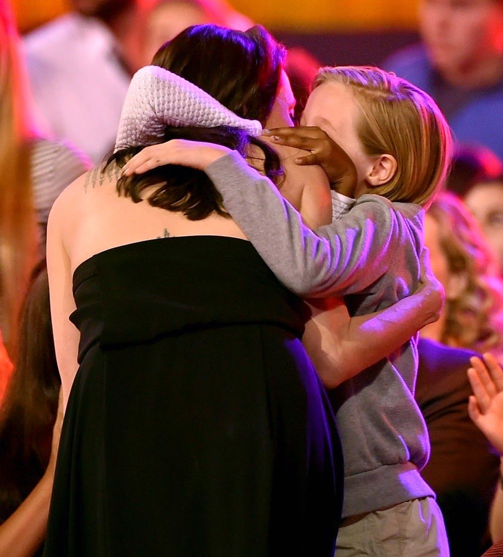 angelina-jolies-kids-have-best-reaction-to-kcas-win-12