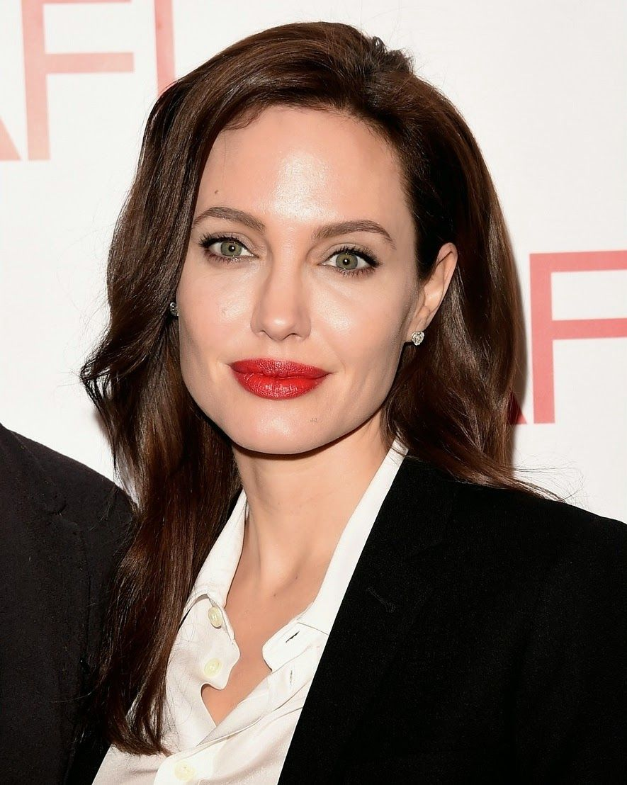 angelina-jolie-honors-unbroken-at-afi-awards-with-brad-pitt-13