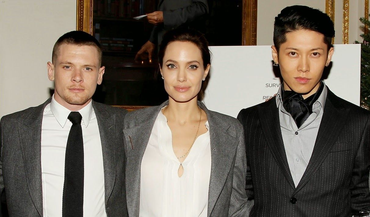 angelina-jolie-supports-her-cast-at-the-unbroken-premiere-14