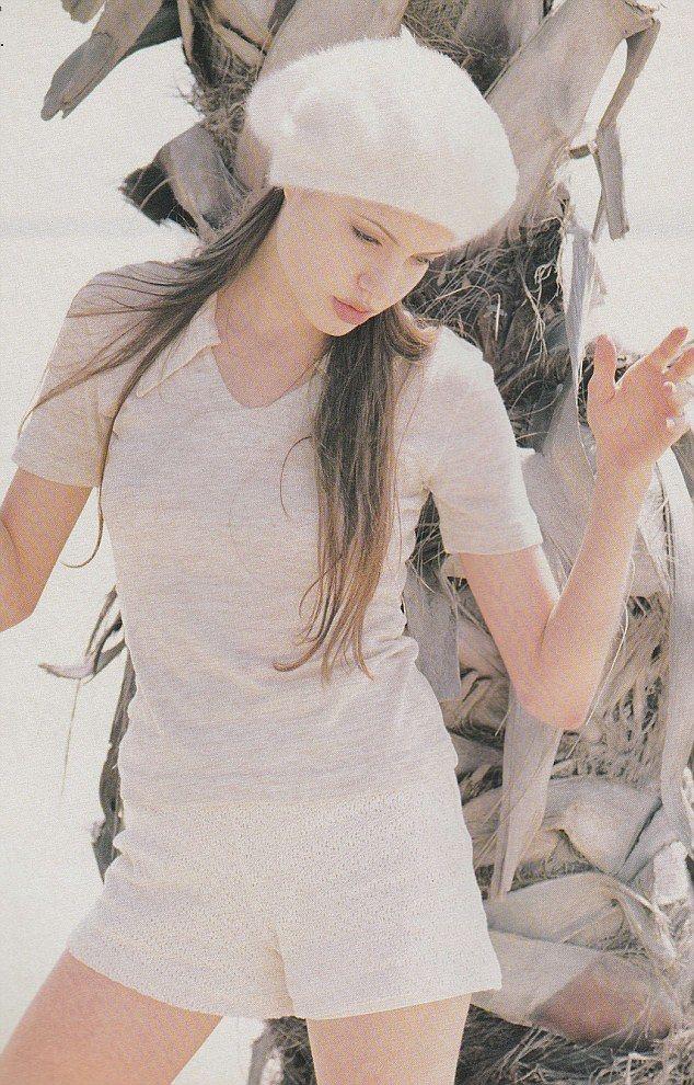 Angelina_Jolie_taken_for_British_style_03
