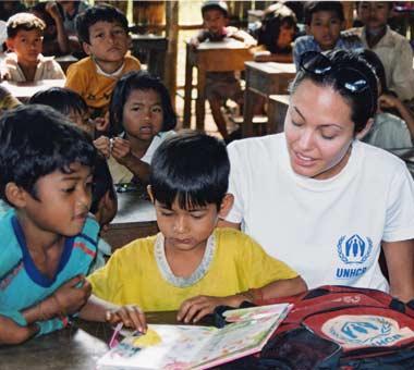 2001年11月  国連親善大使 カンボジア