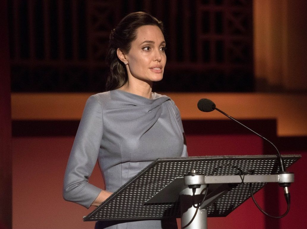 angelina-jolie-slams-trumps-anti-muslim-remarks-05