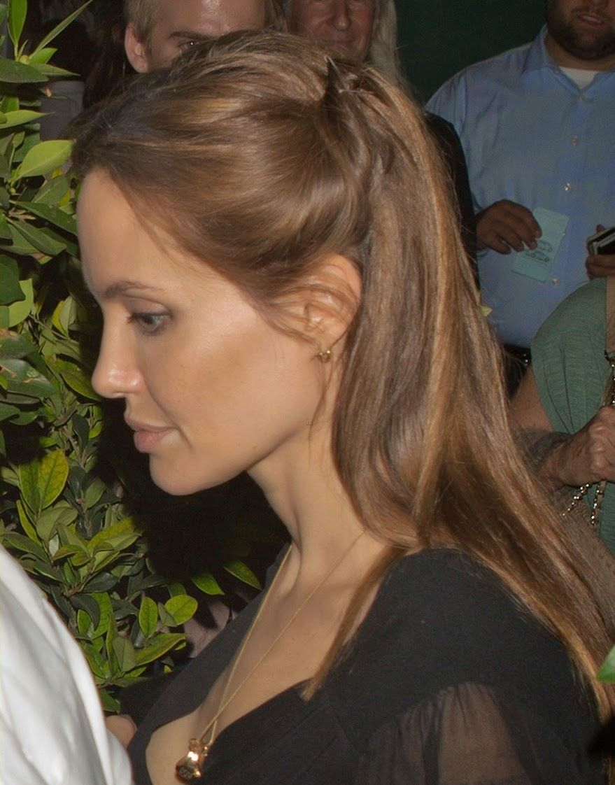 Angelina Jolie and Brad Pitt Ago Restaurant 04