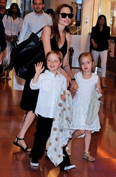 angelina-jolie-and-her-children-arrive-in-tokyo_1