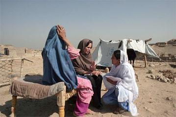 UNHCR  難民キャンプへ