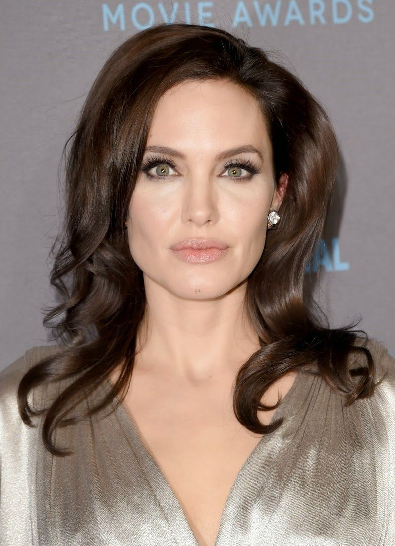 angelina-jolie-critics-choice-movie-awards-2015-04