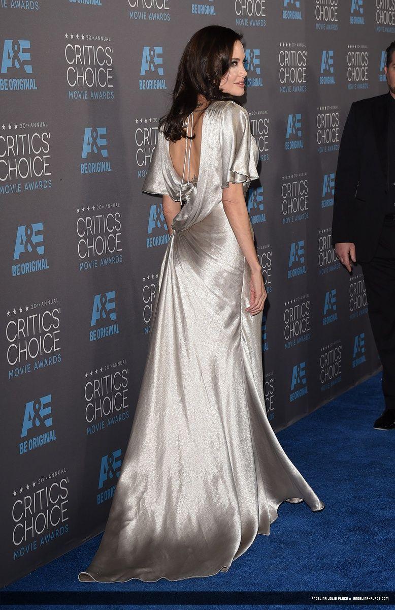 150115_Jolie_Critics_Choice_Award_03