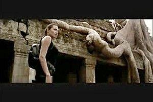 アンジェリーナ・ジョリー寺院:『トゥームレイダー』