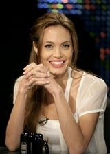 7e2825c8.people_angelina_jolie_nyet111