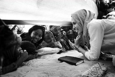UNHCR  難民救済活動 子供たちと