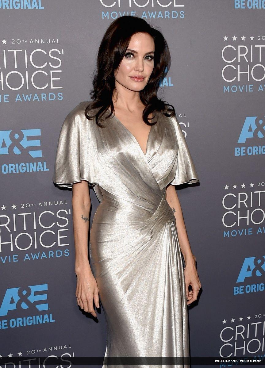 150115_Jolie_Critics_Choice_Award_02
