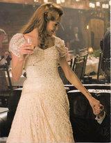 クローバー 白いドレス手を差し出して
