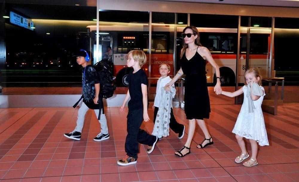 Angelina+Jolie+children+arrive+Tokyo+cex5aZ-WYvLx