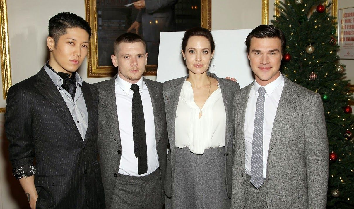 angelina-jolie-supports-her-cast-at-the-unbroken-premiere-04