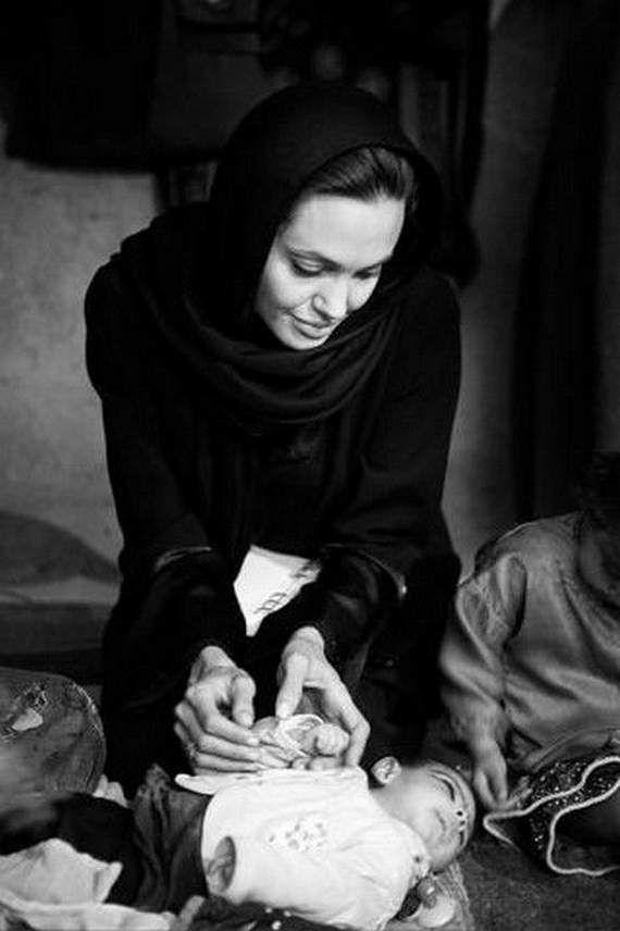angelina-jolie-in-afghanistan20